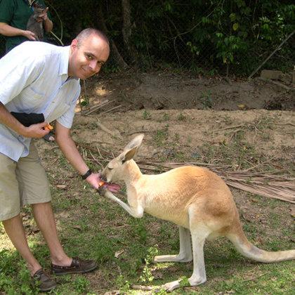 Feeding a Kangaroo, Cairns, Australia, 29.10.2003